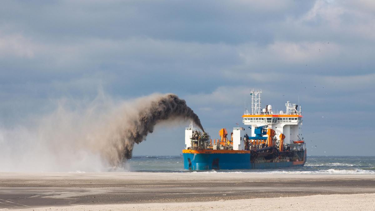 Baggerschiff im Einsatz