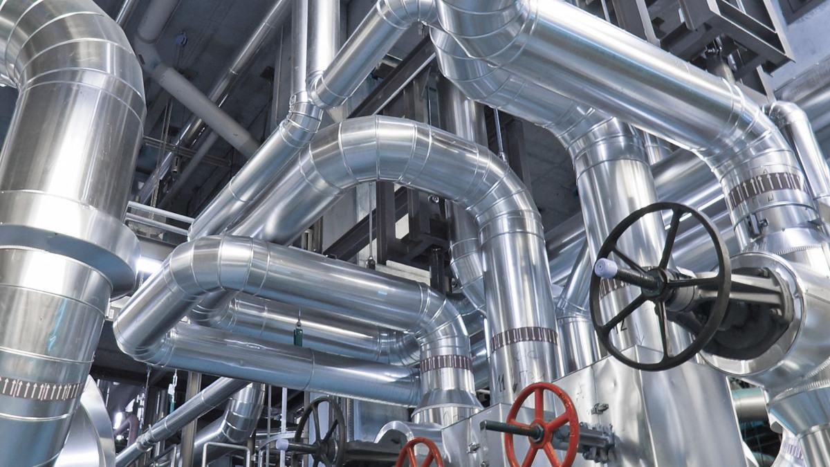 Rörledningar i en industrianläggning