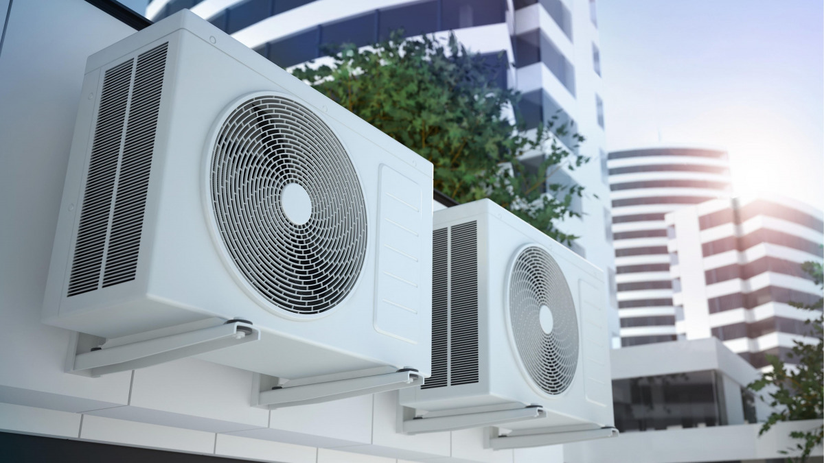 Ilmastointilaitteita ulkoseinällä