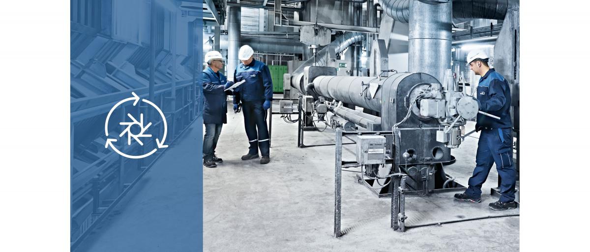 KSB-huoltoteknikot tekemässä tarkistusta voimalassa