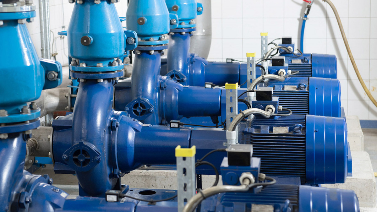 Pipes, valves and sensor units fitted on the pumps