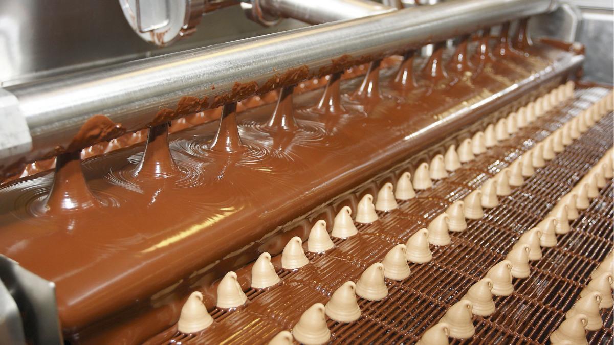 Praline production: filling system