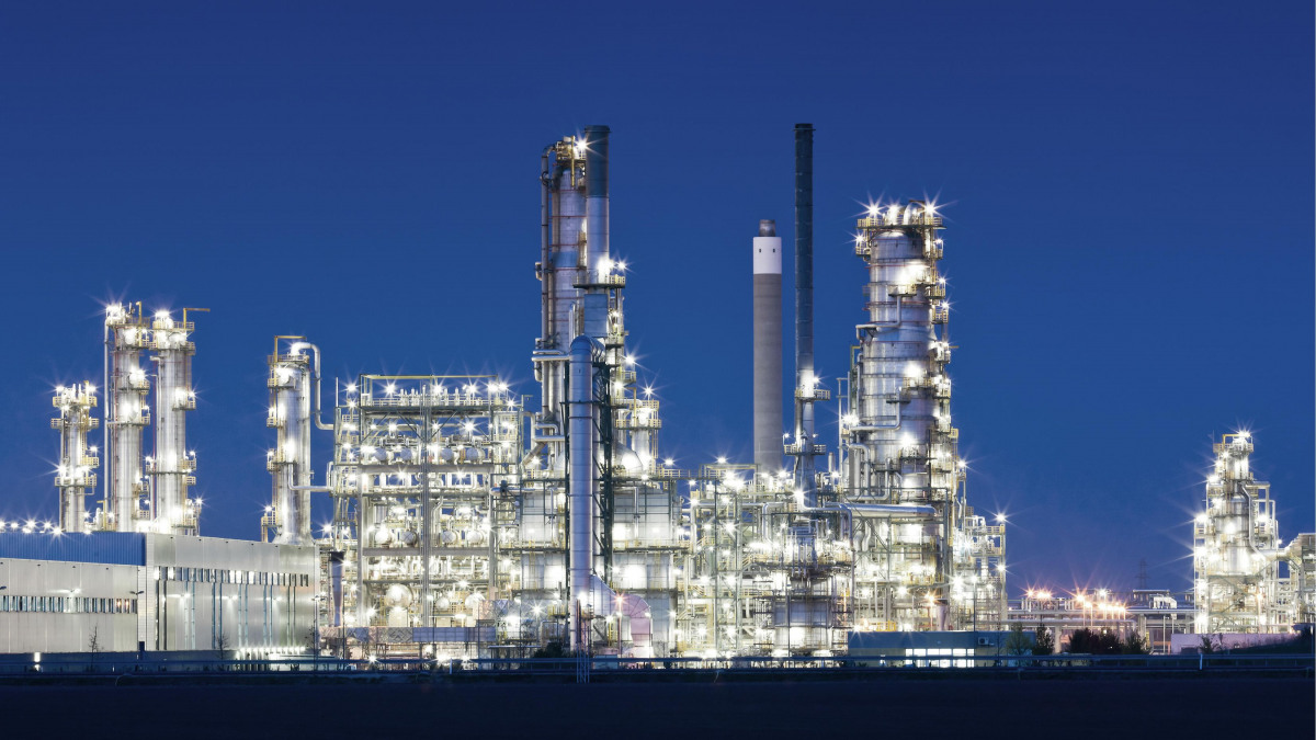 Oil and gas production: extraction and pumping with pumps and valves from KSB