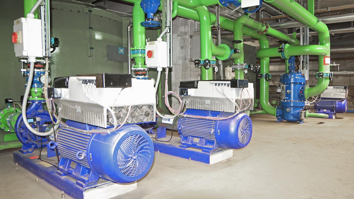 Pumpen, Rohre und Armaturen des Kühlsystems der ContiTech AG