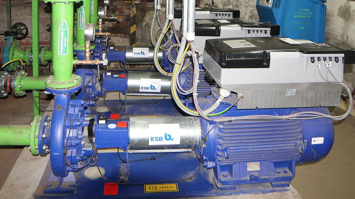 Pumpen, Rohre, Sensoren und Frequenzumrichter des Kühlsystems der ContiTech AG