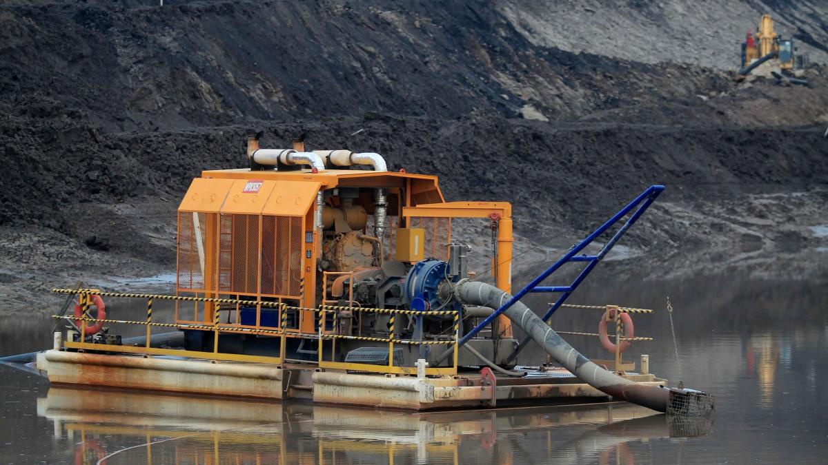 用于基坑排水和泵送生产用水的 KSB 泵能极大提高采矿效率