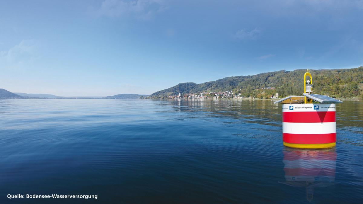 Las boyas delimitan la zona de protección del agua en el lago Constanza