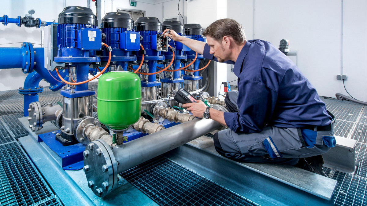 A technician reading out pump data