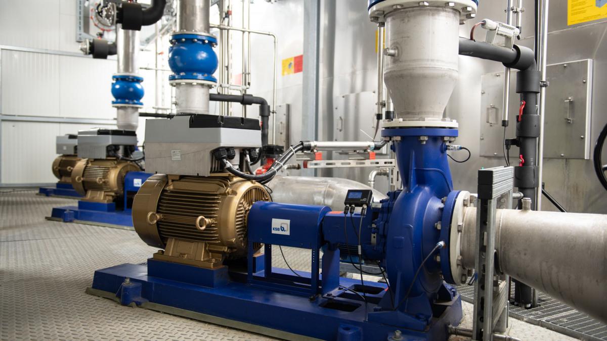 Durch die Drehzahlanpassung helfen KSB Pumpen Energie zu sparen