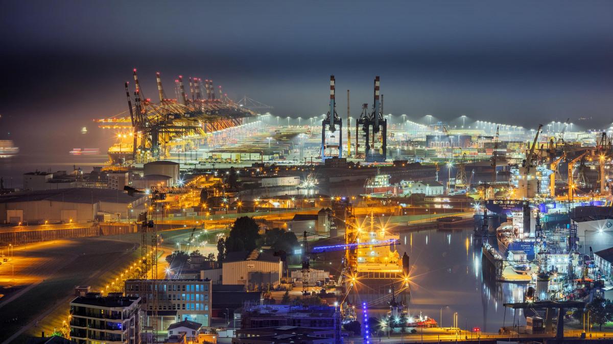 Blick auf Bremerhaven bei Nacht