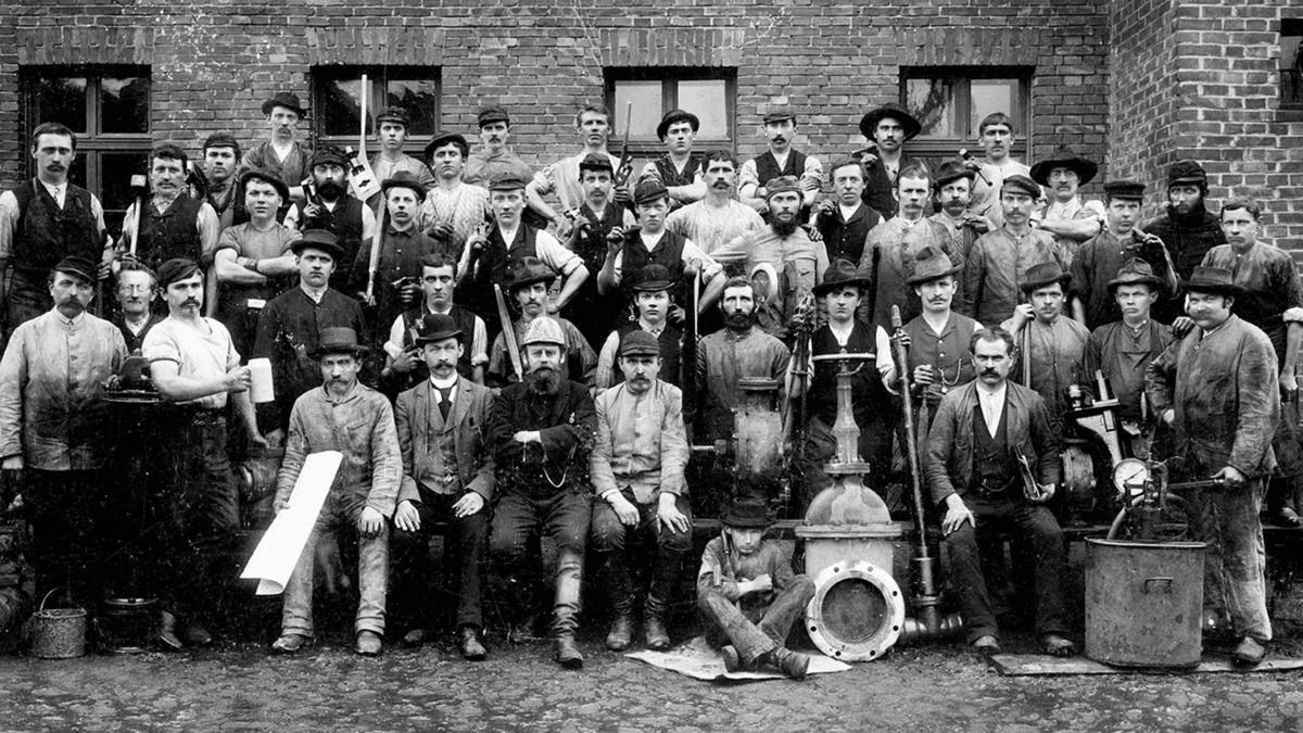 The workforce of KSB's valves shop in 1930