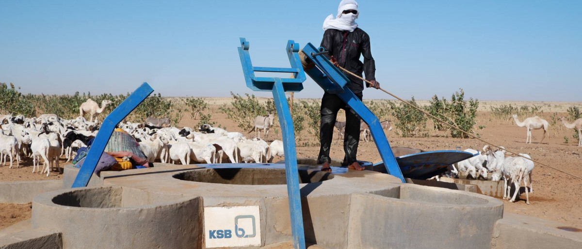 A well project in the Sahara supported by KSB