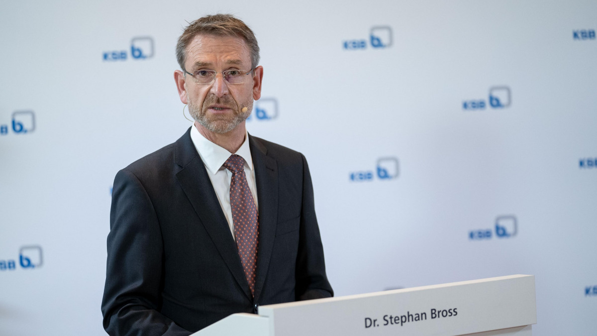Managing Director Dr Stephan Bross (CTO) answered questions on the digital transformation and production.