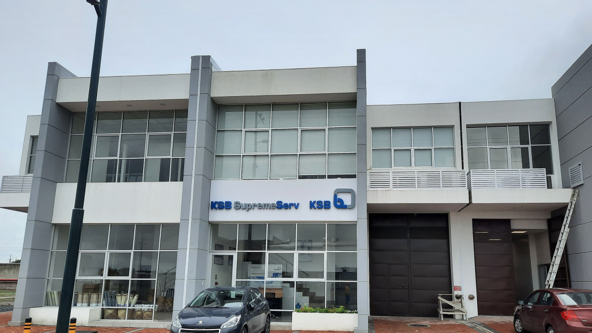 Oficina de KSB en Ecuador KSB, en Samborondón, vista frontal.
