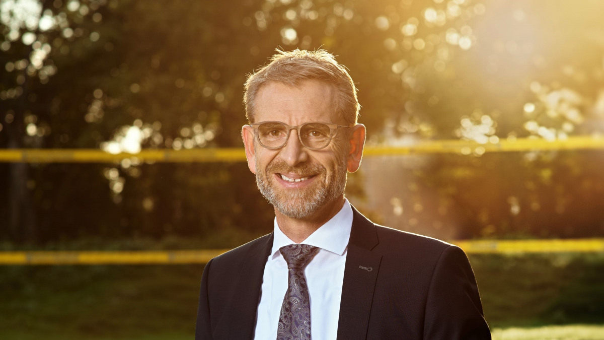 Dr. Stephan Bross