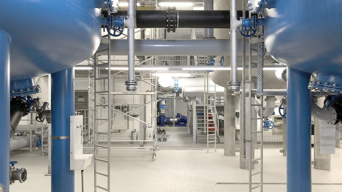 """Filter vessels, pipes and valves in the technical installation building of the central """"Krug von Nidda"""" waterworks"""