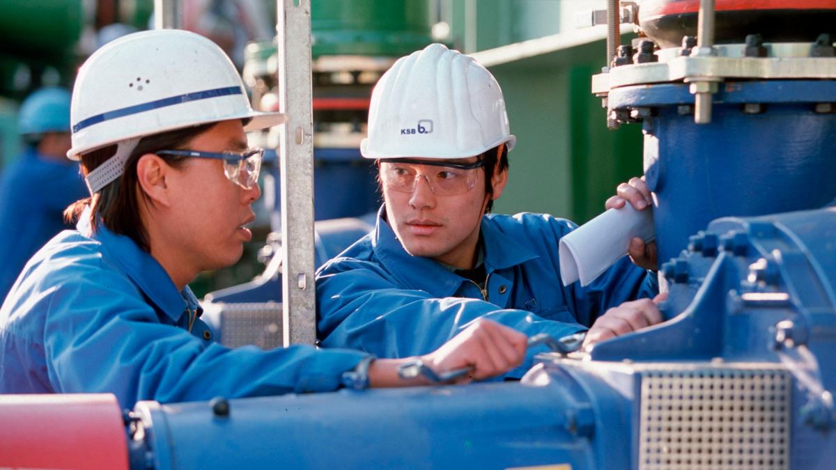 Wo immer Pumpen und Armaturen benötigt werden, ist KSB ein starker Partner der Industrie