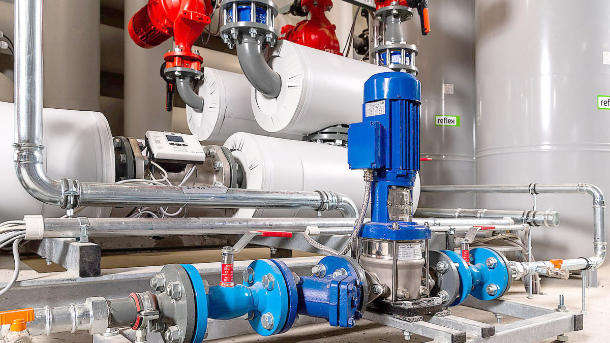 Movitec pump, BOA-S strainer, pipes and valves
