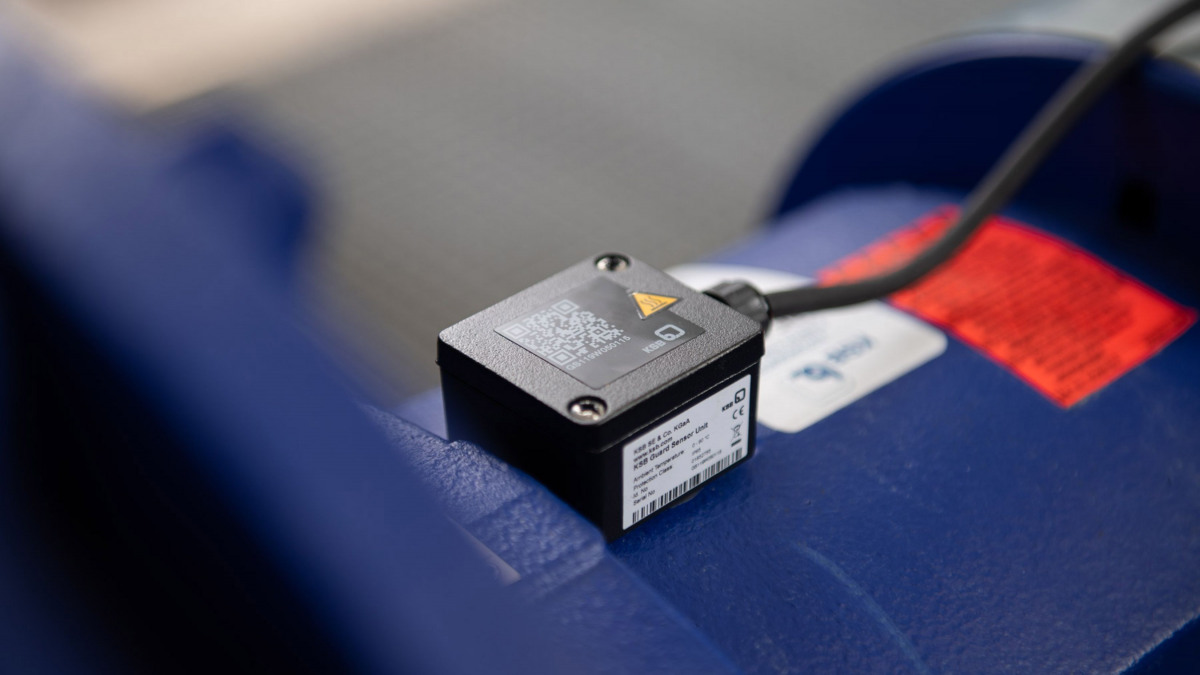 Unidad de sensores KSB Guard montada en una bomba