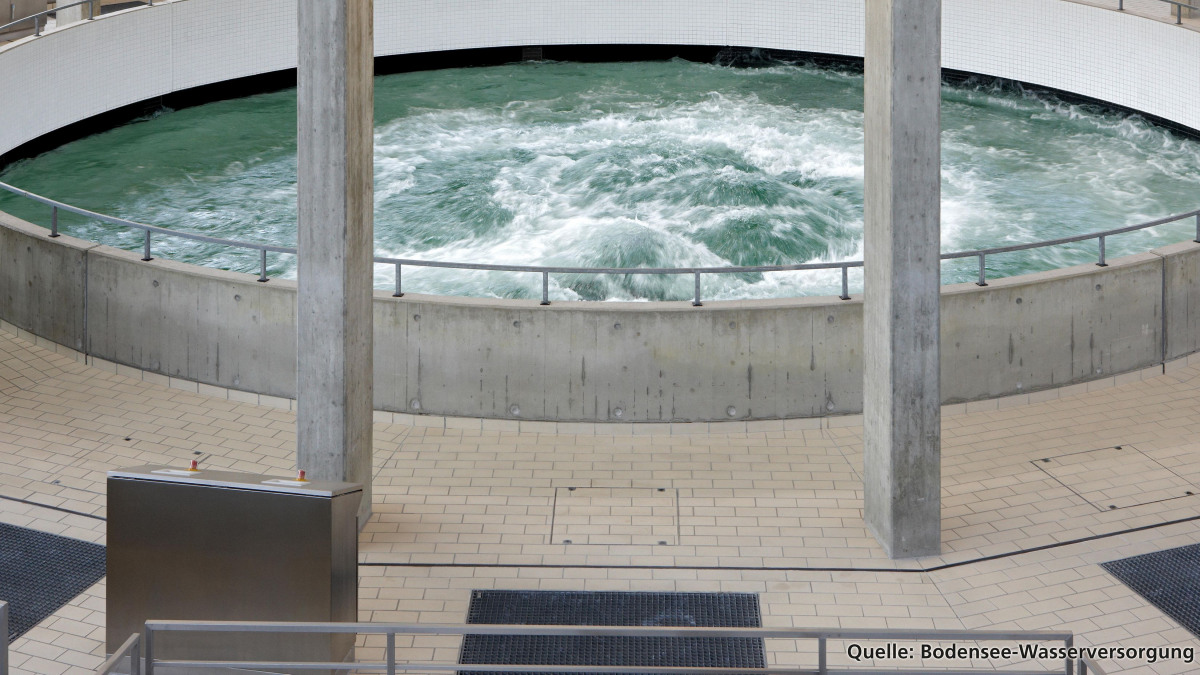 Depósito de agua potable en una planta de tratamiento de agua