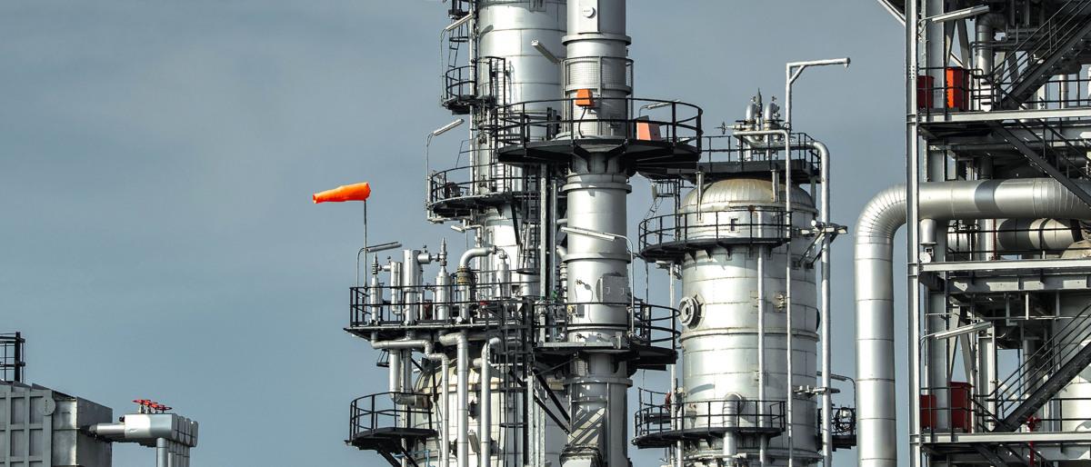Hauptkolonne, Reaktor und Regenerator eines Fluid Catalytic Cracker