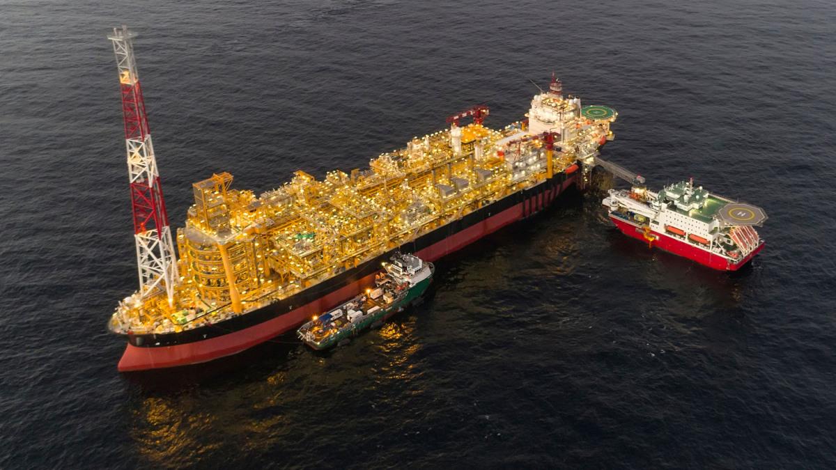 Schwimmende Anlage für die Verarbeitung und Lagerung von Kohlenwasserstoff in der Nähe eines Offshore-Ölfelds.