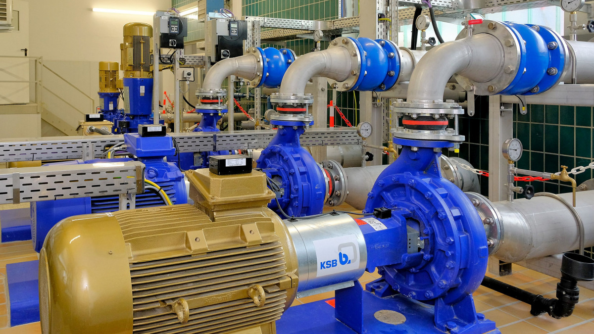 (Etanorm pumps, pipes, valves and control units in the Stadtlohn-Hundewick waterworks)