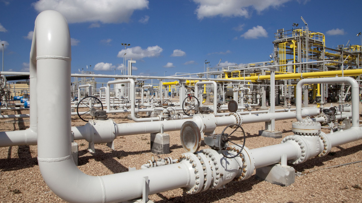 Network of pipelines outside of a natural gas processing plant