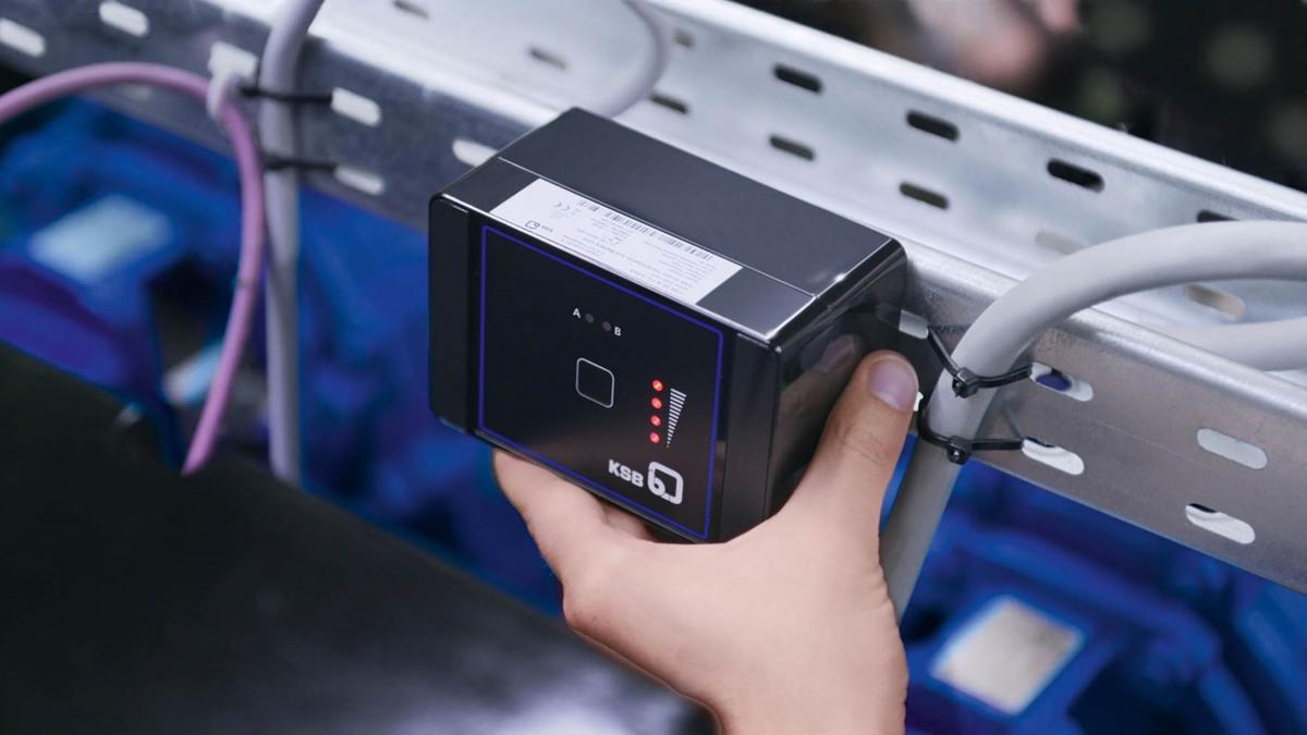 2. Sende- und Batterieeinheit anbringen
