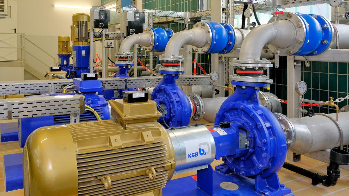 (pompe Etanorm, tubi, valvole e unità di comando nell'impianto idrico di Stadtlohn-Hundewick)