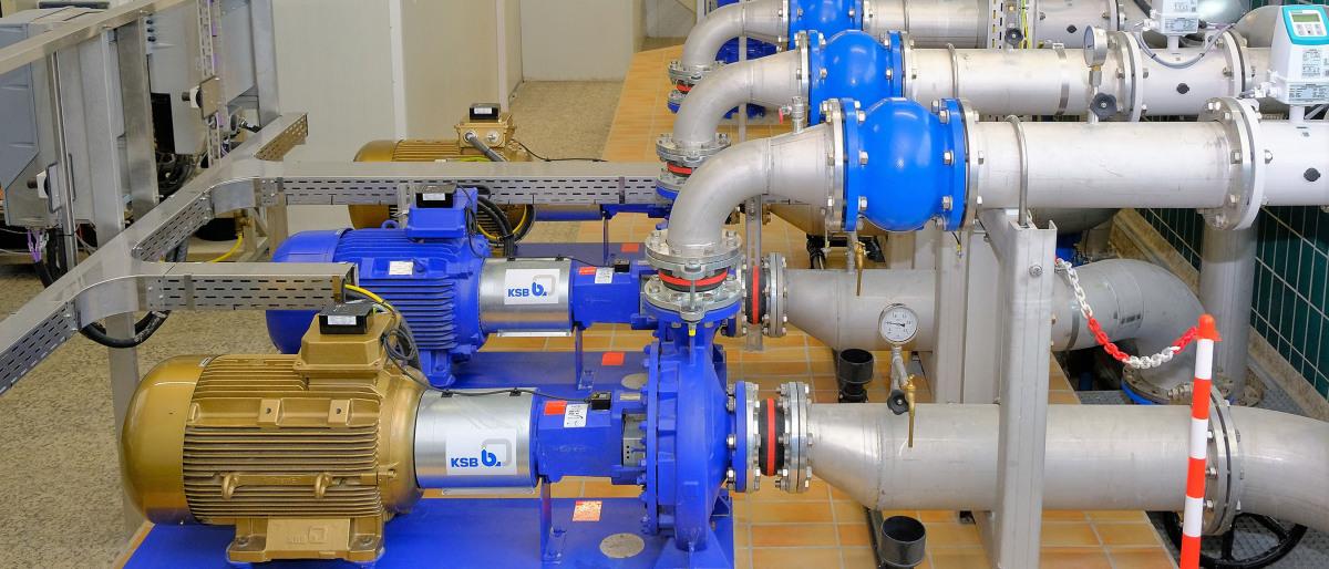 (pompe Etanorm, tubi, valvole e unità di comando nella centrale idrica di Stadtlohn-Hundewick)