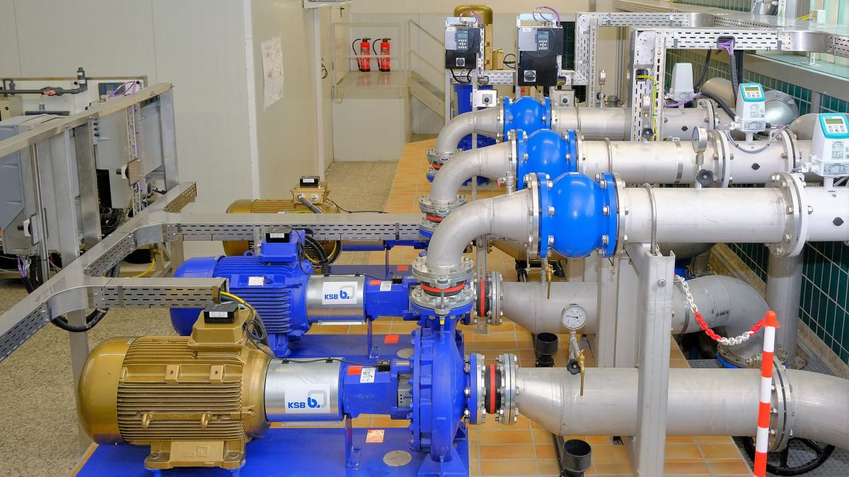 (Pompes Etanorm, tuyauterie, robinetterie et interfaces de commande à l'usine d'eau potable de Stadtlohn-Hundewick)