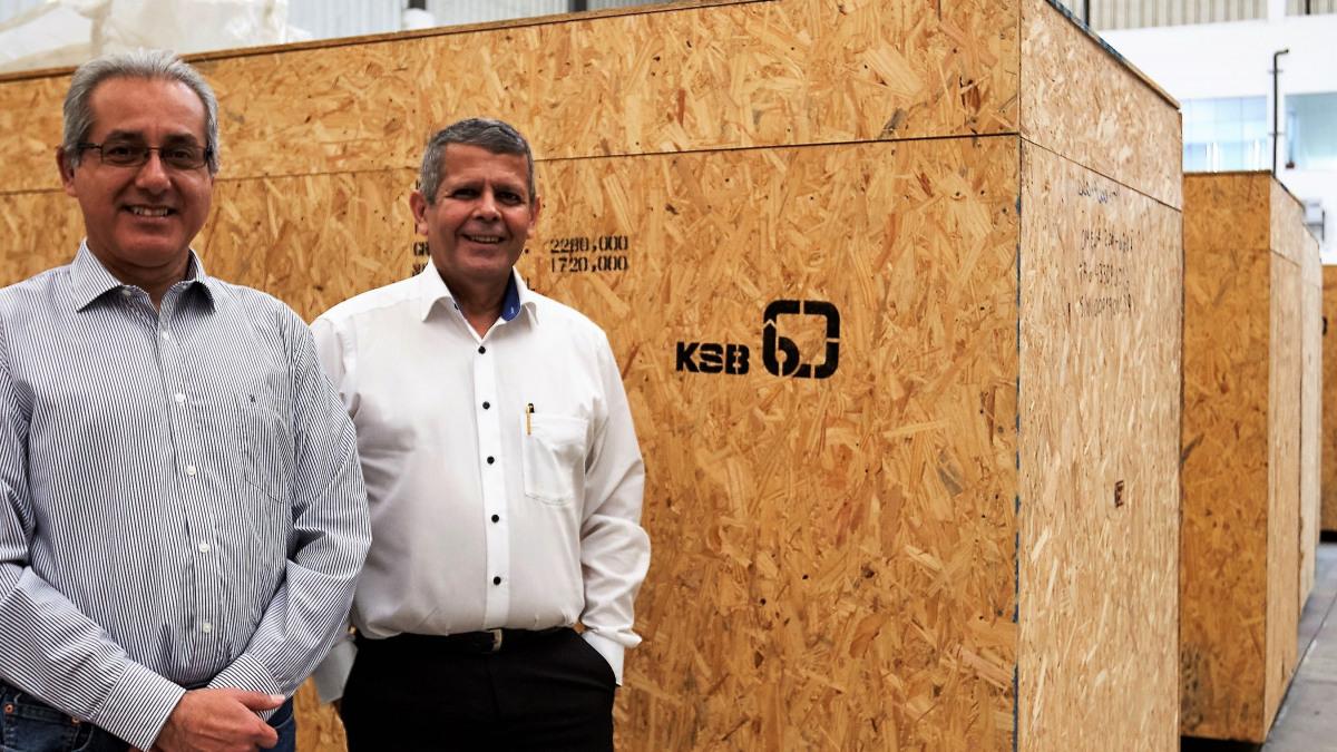 Desde la izquierda Luis Bringas (Gerente de Finanzas), Miguel Aranda (Director Gerente)