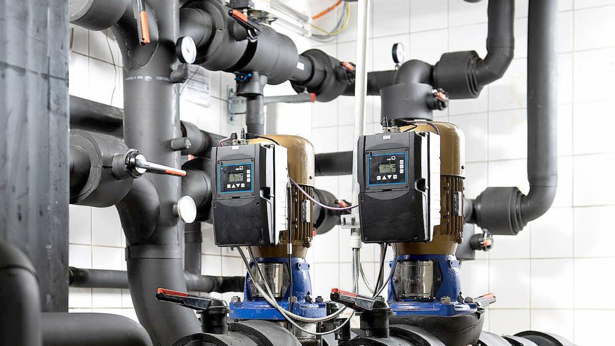 Rohrleitungen, Armaturen und Movitec-VF-Pumpen mit PumpDrive 2